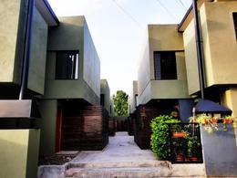 Foto Casa en Venta en  San Miguel De Tucumán,  Capital  Dúplex 2 Dorm. en B. Privado Frente A Shopping el Portal con Entrega Inmediata