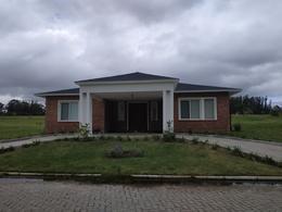 Foto Casa en Venta en  Jardines de Cordoba,  Punta del Este  Moderna Residencia en Barrio Privado