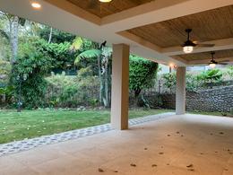 Foto Casa en condominio en Venta   Renta en  Escazu,  Escazu  Escazú/ Moderna/ Espaciosa/ Iluminada/ Naturaleza/ Jardín