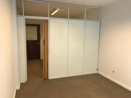 Foto Oficina en Alquiler en  San Isidro ,  G.B.A. Zona Norte  Alquiler Oficina un Amb dividido en dos. Seguridad