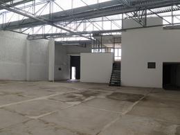 Foto Bodega Industrial en Renta en  Obregón,  León  Bodega en RENTA Colonia Obregón con oficinas, área de atención al público, doble acceso y muy céntrica!