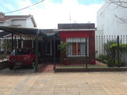 Foto Casa en Venta en  Castelar,  Moron  Arredondo  al 2800
