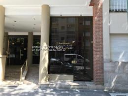 Foto Local en Alquiler en  La Plata,  La Plata  45 e 12 y 13