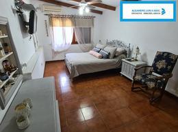 Foto Casa en Venta en  Roldan,  San Lorenzo  Venta Increíble Casa con Piscina en Roldan