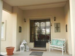 Foto Casa en Venta en  Santa Catalina,  Villanueva  Casa en Barrio Santa Catalina