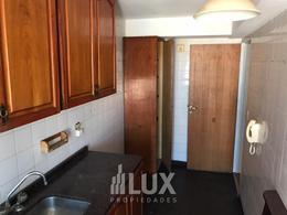 Departamento dos dormitorios amplio cocina separada, lavadero piso alto orientación Norte - Centro