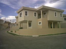 Foto Casa en condominio en Venta en  Villa Cristina,  Distrito Central  Venta En Casa  Circuito Cerrado Res Miraflores Tegucigalpa
