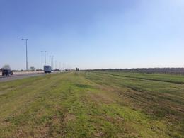 Foto Terreno en Venta en  La Plata ,  G.B.A. Zona Sur  Autopista La Plata BsAs km 46,5