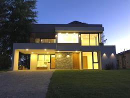 Foto Casa en Venta en  Saint Thomas,  Countries/B.Cerrado (E. Echeverría)  Venta con renta - Casa a estrenar en Saint Thomas Oeste - Canning
