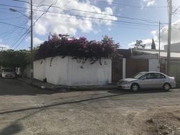 Foto Casa en Venta en  Fraccionamiento El Prado,  Mérida  En venta casa en esquina de una planta con 3 recámaras en El Prado Chuburná.