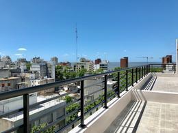 Foto thumbnail Departamento en Alquiler en  Centro ,  Montevideo  A mts de principal avenida, próximo a la Rambla.