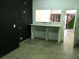Foto Local en Alquiler en  Lanús Oeste,  Lanús  HIPOLITO YRIGOYEN 5129