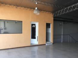 Foto Local en Alquiler en  La Plata ,  G.B.A. Zona Sur  44 entre 132 y 133
