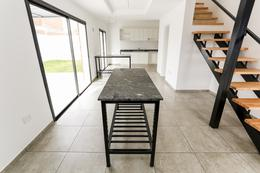 Foto Casa en Venta en  La Calandria,  Cordoba Capital           Dúplex en  Venta de 2 Dormitorios en La Calandria. Frente espacio verde. Recibe depto.