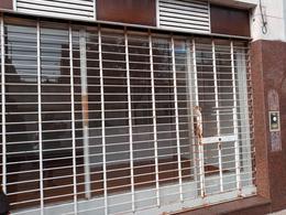 Foto Local en Alquiler en  Zona Sur,  La Plata  41 E/ 9 y 10