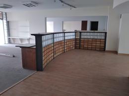 Foto Oficina en Alquiler en  Ciudad Vieja ,  Montevideo  Zabala y Sarandi