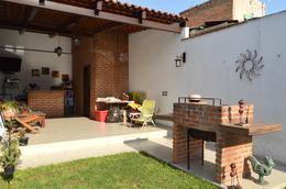 Foto Casa en Venta en  Oblatos,  Guadalajara  Alvarez del Castillo 282
