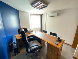 Foto Oficina en Venta en  Guemes,  Cordoba  Ayacucho al 400