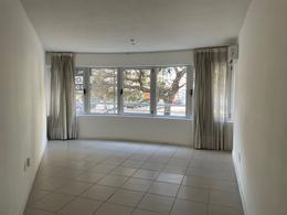 Foto Apartamento en Alquiler en  Aguada ,  Montevideo  2 dormitorios, todo al frente.