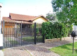 Foto Casa en Venta en  Carapachay,  Vicente Lopez  Esteban de Luca al 5300