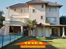 Foto Casa en Alquiler temporario en  Pinamar ,  Costa Atlantica  AV LIBERTADOR 3998 E/ TROYA Y AV. OLIMPO