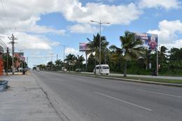 Foto Local en Venta en  Cancún,  Benito Juárez  SE VENDE LOCAL EN CANCÚN TIPO SHOWROOM CON BODEGA A PIE DE CARRETERA C2703