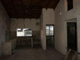 Foto Edificio Comercial en Venta en  Lomas de Zamora Oeste,  Lomas De Zamora  PERON, JUAN DOMINGO 1800