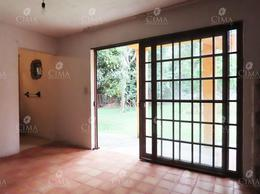 Foto Casa en Venta en  Pueblo Santa María Ahuacatitlán,  Cuernavaca  Venta Casa con Jardín Plano al Norte de Cuernavaca con Departamento Independiente - V189