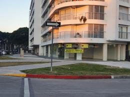Foto Local en Alquiler en  Malvín ,  Montevideo  Gran esquina, Blixen y Colombes, frente Shopping de outlet !!!