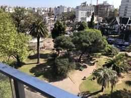Foto Apartamento en Venta en  Pocitos ,  Montevideo  FRENTE A PLAZA VARELA - Apto amplio de 3 dorm + serv con Garage