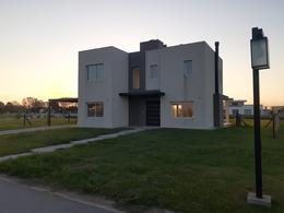 Foto Casa en Venta en  La Alameda,  Canning (E. Echeverria)  CASA EN VENTA : CANNING : LA ALAMEDA