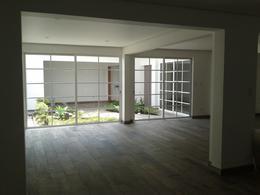 Foto Casa en Venta en  San Rafael,  Escazu  CASA INDEPENDIENTE EN DOS NIVELES RECIEN RENOVADA GUACHIPILIN ESCAZU. PARA VENTA O ALQUILER.