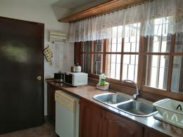 Foto Casa en Alquiler | Venta en  Carrasco ,  Montevideo  Casa venta o alquiler, impecable, 3 dorm, 5 baños, garajes, piscina