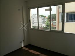 Foto Departamento en Venta en  Banfield,  Lomas De Zamora  Juan Larrea 400