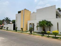 Foto Casa en Venta en  Fraccionamiento San José,  Coatepec  CASA EN VENTA EN COATEPEC, FRACC. SAN JOSÉ, EN ESQUINA