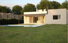 Foto Casa en Venta en  Pilar ,  G.B.A. Zona Norte  Alcanfores