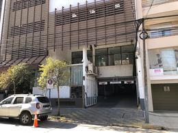 Foto Cochera en Venta en  Área Centro Este ,  Capital  Irigoyen 165 (Club Independiente)