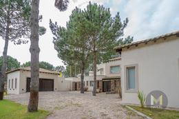 Foto Casa en Venta en  La Herradura,  Pinamar  Boulevard La Herradura  678