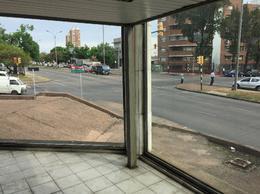 Foto Local en Alquiler en  La Blanqueada ,  Montevideo  Local esquina excelente visibilidad
