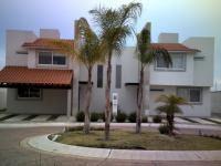 Foto Casa en condominio en Venta en  Residencial Bahamas,  Corregidora  HERMOSA CASA AL SUR DE LA CIUDAD