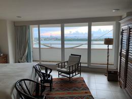 Foto Departamento en Venta en  Zona Hotelera,  Cancún  DEPARTAMENTO EN VENTA, COMPLETAMENTE REMODELADO DENTRO DE CONDOMINIO MARALAGO, KM 9.5, ZONA HOTELERA, EXCELENTE VISTA AL MAR Y A LA LAGUNA