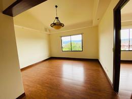Foto Casa en condominio en Renta en  San Rafael,  Escazu  Escazú/ Hermosa Casa de 3 hab/ Patio/ Espacios armónicos / Seguridad
