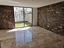 Foto Casa en Venta en  Fraccionamiento Lomas de  Angelópolis,  San Andrés Cholula  Casa en Venta en esquina de 313 m2 en Parque Zacatecas, Cascatta II