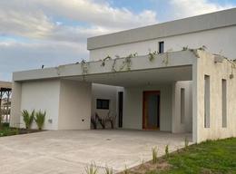 Foto Casa en Venta en  San Vicente ,  G.B.A. Zona Sur   Casa en venta a estrenar  en Club de campo Santa Rita, Ruta 58 km16, San Vicente