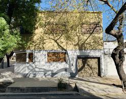 Foto Local en Alquiler en  Capital ,  Mendoza  Sarmiento y Peru