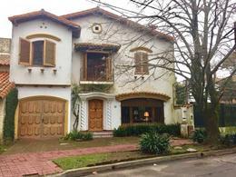 Foto Casa en Venta en  Acassuso,  San Isidro  Fernández Espiro al 500