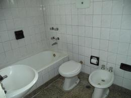 Foto Departamento en Alquiler en  Lomas De Zamora ,  G.B.A. Zona Sur  HIPOLITO IRIGOYEN 9115