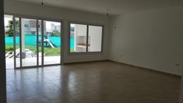 Foto Casa en Venta en  San Miguel De Tucumán,  Capital  Country El Pinar 1