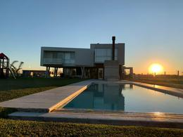 Foto Casa en Venta en  Terralagos,  Countries/B.Cerrado (Ezeiza)  Venta con renta - Casa en Terralagos con vista a la laguna - ACEPTA PERMUTA