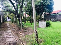 Foto Terreno en Venta en  Carrasco Norte ,  Montevideo  Terreno de 680m2 con mejoras, próximo a Portones Shopping
